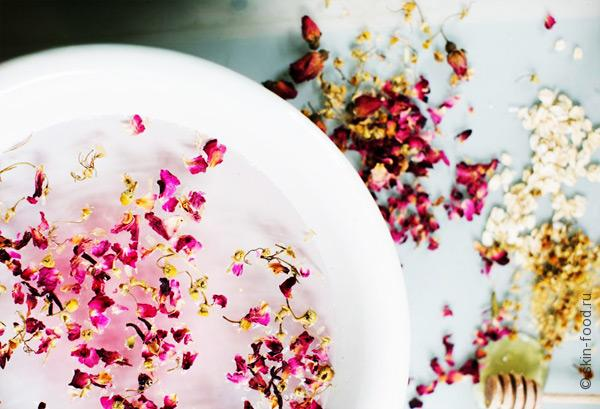 Скраб для нежной кожи лица из ромашки и розы