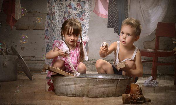 Как воспитать в ребенке помощника?