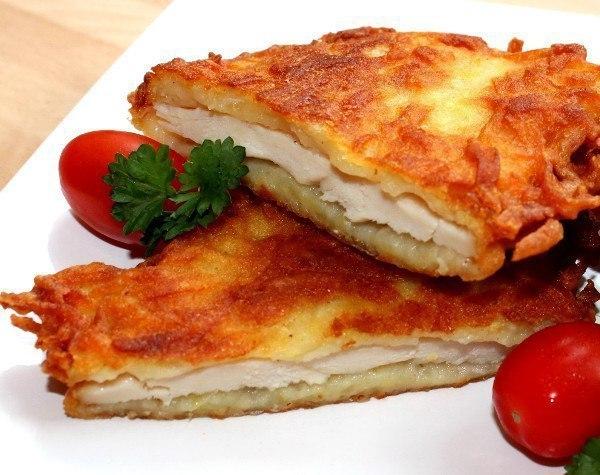 Отличный рецепт приготовления куриного филе в смеси из картофеля, яйца и муки.